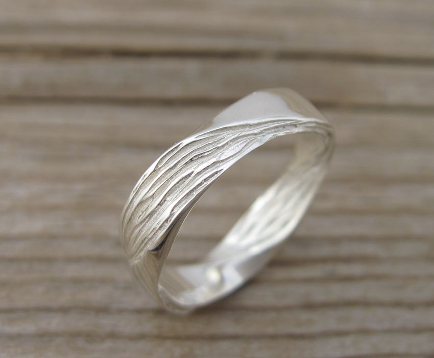 Mobius Wedding band, 4.5mm Mobius Ring In 14k/18k Gold