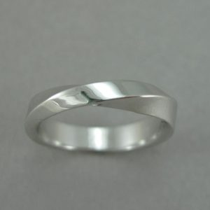 Mobius Wedding Band, 4mm Mobius Wedding Ring