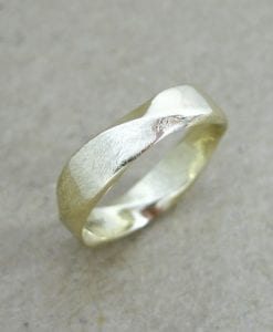 Mobius Wedding band, 5mm Mobius Ring In 14k Gold