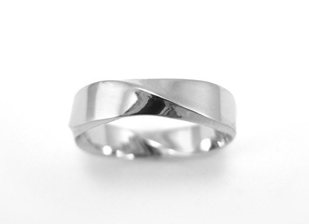 Mobius Wedding band, 5mm Mobius Ring In 14k White Gold
