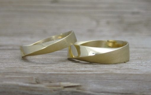 Mobius Weddingset in 18K Yellow Gold, Wedding rings set