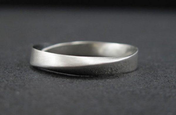 Wedding Ring, 4.5mm Mobius Wedding Band